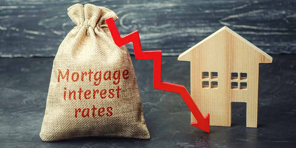 Graphic of house and mortgage rates falling
